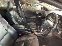 VOLVO V40 D4 CROSS COUNTRY LUX NAV - 1800 - 18